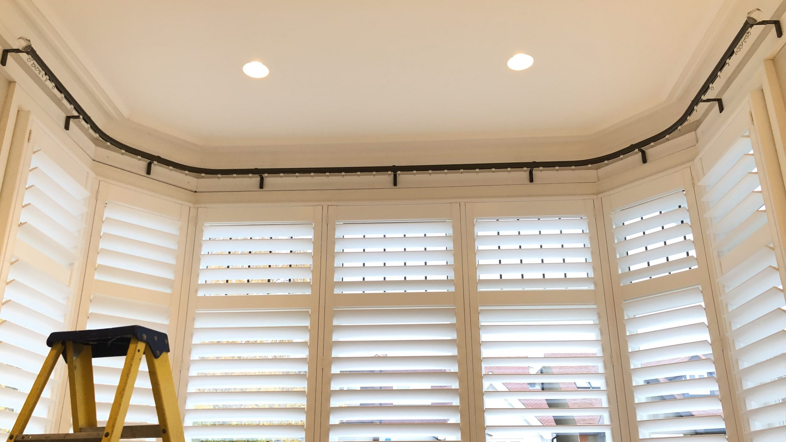 =Erind onTrack= Curtain & Blind Fitting Specialists | Bay Window Silent Gliss Tracks & Poles | Roller, Roman & Venetian Blinds Installation Service | Serving in West & South West London