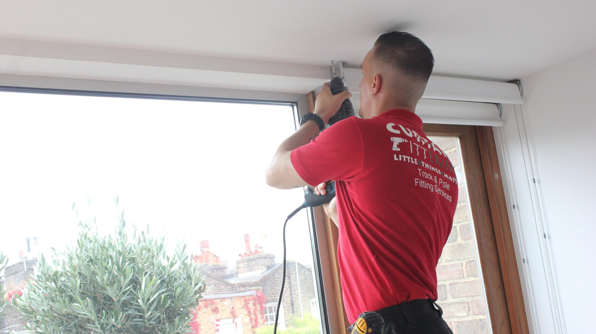 Erind onTrack – CURTAIN & BLIND FITTING SPECIALISTS in LONDON & SURREY –